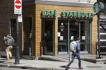 Starbucks annonce une hausse des salaires au Canada