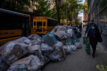 Vaccination des employés municipaux Les éboueurs ralentissent la collecte des ordures à New York