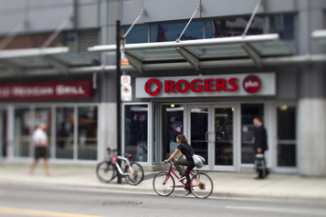 Rogers Communications Le fils du fondateur se tourne vers une cour de la Colombie-Britannique