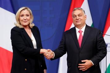 En visite en Hongrie Marine LePen soutient Orban et critique l'Union européenne