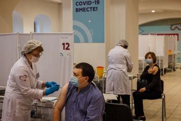 COVID-19 Le Kremlin blâme les Russes pour l'échec de la vaccination