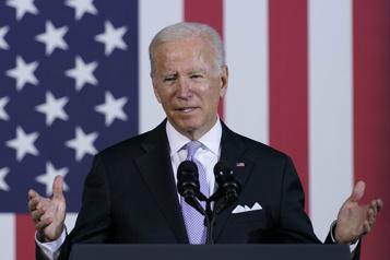 Biden réduit ses projets de dépenses, se dit optimiste pour le vote au Sénat