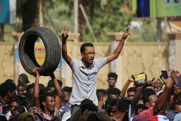 Trois manifestants tués par l'armée Les Soudanais entament une nuit de protestations contre le putsch