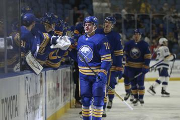 Un doublé d'Olofsson fait gagner les Sabres face au Lightning