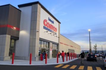 Ouverture d'un nouvel entrepôt Costco à Anjou Des clients à la recherche de la PlayStation5