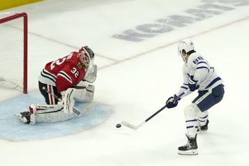 Les Maple Leafs l'emportent contre les Blackhawks en prolongation