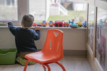 Projet de loi 1 de la nouvelle session Québec augmente le maximum d'enfants par CPE et garderie