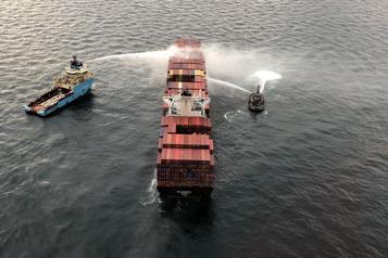 Colombie-Britannique L'incendie sur le porte-conteneurs au large de Victoria faiblit