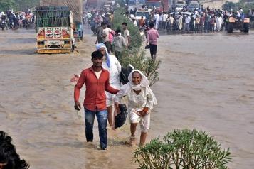 Inondations et glissements de terrain Près de 200 morts en Inde et au Népal