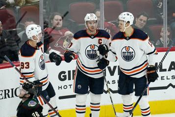 Les Oilers battent les Coyotes, 200e but pour McDavid