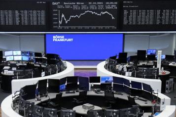 Les Bourses mondiales calmes en attendant des résultats d'entreprises