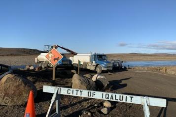 Eau contaminée Une première livraison d'eau potable arrive par avion à Iqaluit