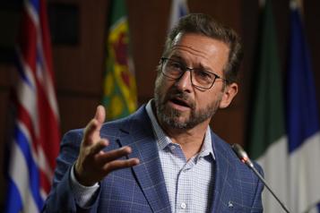 Sièges aux Communes Legault et le Bloc réclament le maintien du poids du Québec