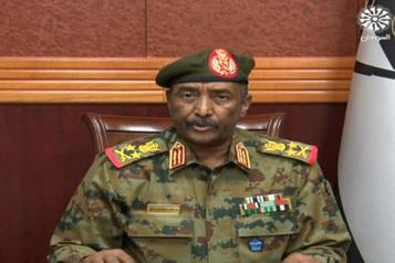 Coup d'État au Soudan Le général qui chapeaute la transition dissout les autorités