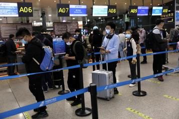 Des centaines de vols annulés en Chine après quelques cas de COVID-19