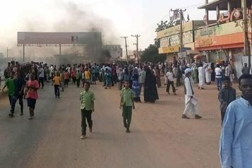 Soudan Les manifestations continuent, le premier ministre de retour chez lui