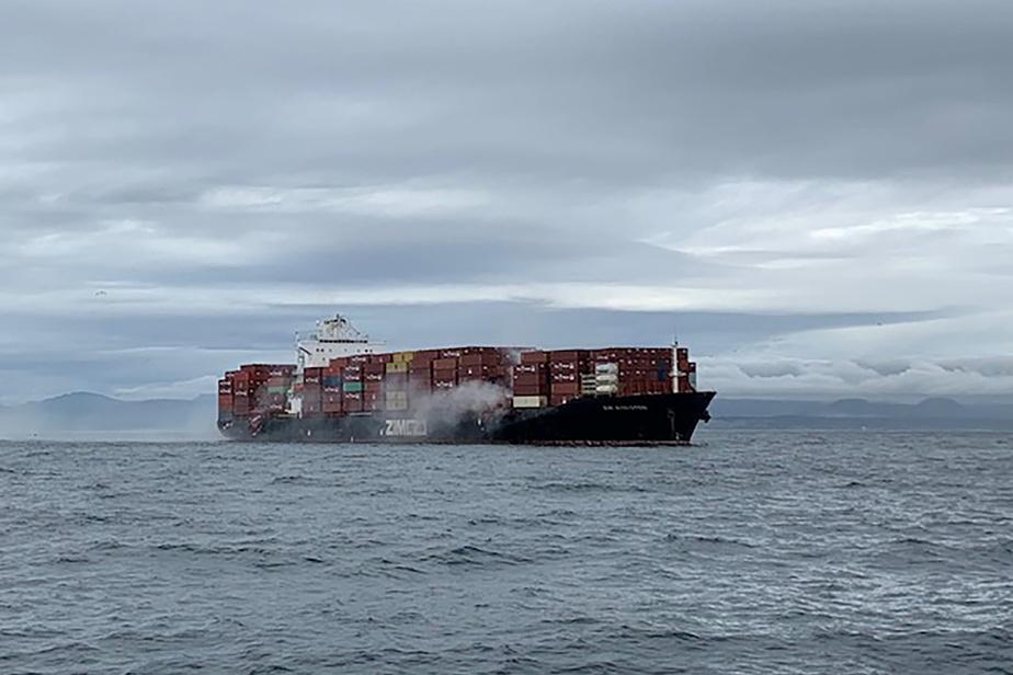 Incendie sur un cargo au large de la Colombie-Britannique